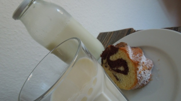 Marmorkuchen with milk