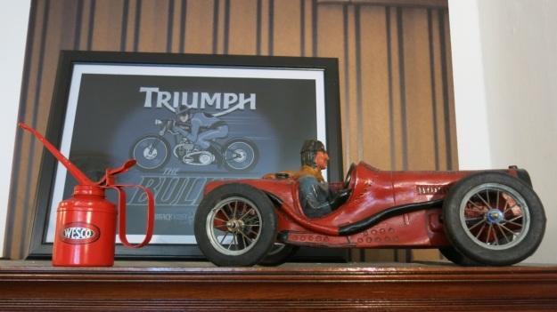 Peter Fields Berlin Shop visit - Feinschmuck triumph bike