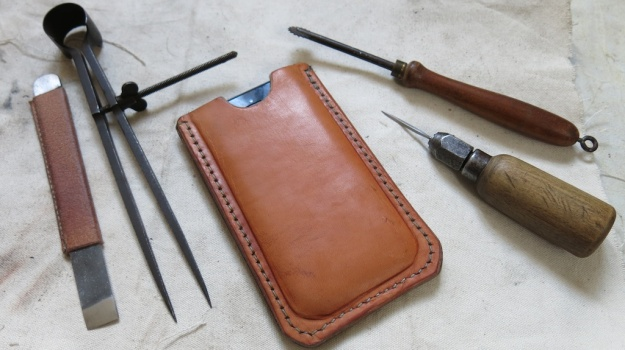 DIY hand sewn IPhone 5 leather sheath 721