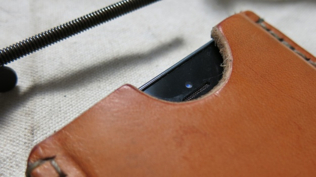 DIY hand sewn IPhone 5 leather sheath 724