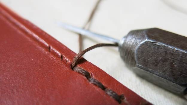 DIY hand sewn IPhone 5 leather sheath 728