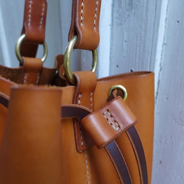 Gloria bucket bag Alexander von Bronewski Leder Cognac hellbraun  3502